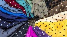 Así de coloridos son los guantes de Santacana (© Álvaro López del Cerro)