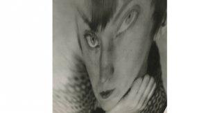 Berenice Abbott. Autorretrato – Distorsión [Self Portrait – Distortion], ca. 1930. Cortesía de la Howard Greenberg Gallery © Getty Images/Berenice Abbott.