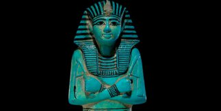 Ushebti del faraón Seti I, fayenza azul, c. 1294-1279 a. C. Tumba de Seti I, Valle de los Reyes, Tebas, Egipto © Trustees of the British Museum